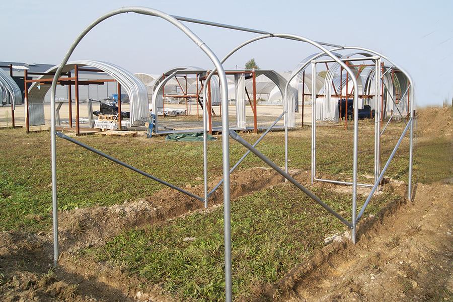 Agrandir une serre tunnel de jardin for Arceaux pour serre de jardin