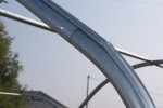 Profil acier sur arceau de serre