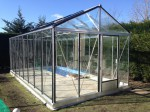 Serre en verre et aluminium sur base béton