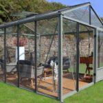 La serre en verre : Idéale pour jardiner par tous les temps