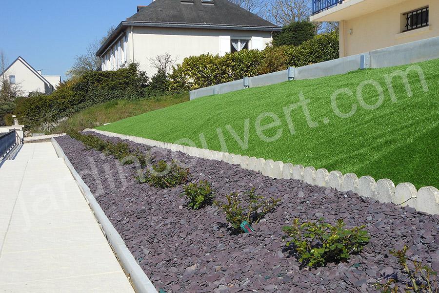 Gazon artificiel pour votre jardin l 39 approche de l 39 t - Combien de temps pousse le gazon ...